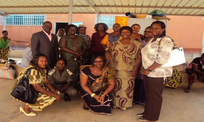 Photo de famille de l'Amicale des Femmes de la SONABHY à la MACO