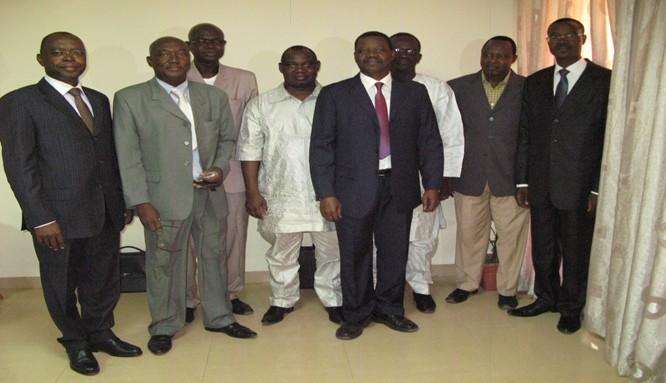 Photo de famille du DG et des administrateurs présents au Conseil d'Administration du 21 décembre 2012 à Bobo-Dioulasso