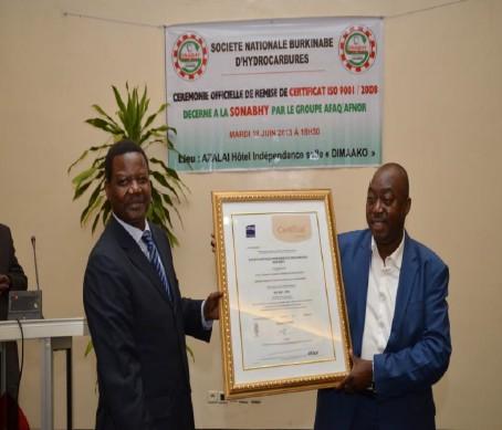 Remise du certificat ISO 9001/2008 au Directeur General