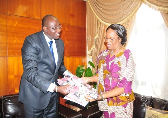 remise de cadeaux au Médiateur du Faso