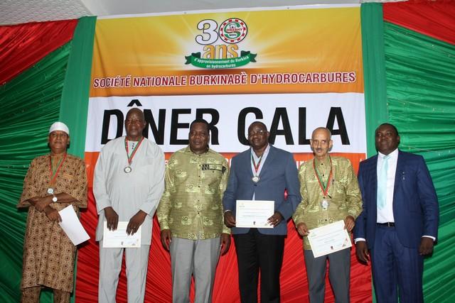 Remise d'attestations de reconnaissance aux anciens DG